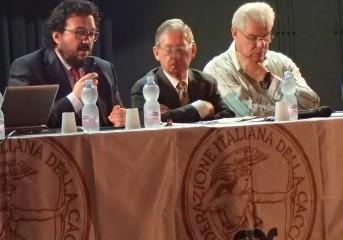 Sergio Savoldelli, al centro terzo da destra, durante l Assemblea Provinciale Fidc Bergamo 2017